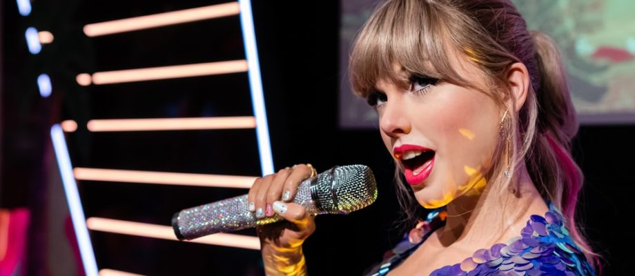 Taylor Swift Swiftly Tailors The Charts With Folklore